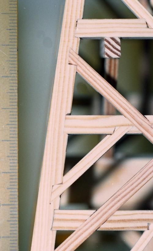 Detail van de kast met zwaluwstaartverbinding.