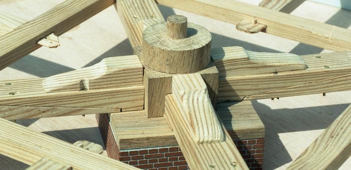 Penterbak bouwt paltrokmolen De Eenhoorn